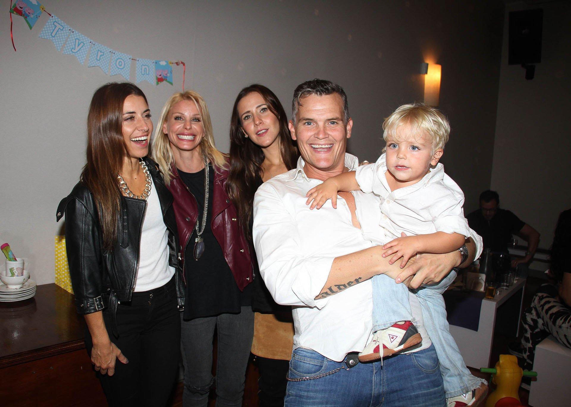 Mariana Brey, Jimena Cyrulnik, Julieta Camaño y Lucas Kirby con Tyron, el agasajado