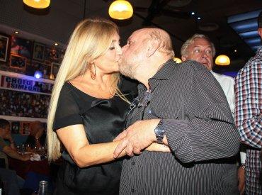 El beso de Horacio Pagani y su mujer