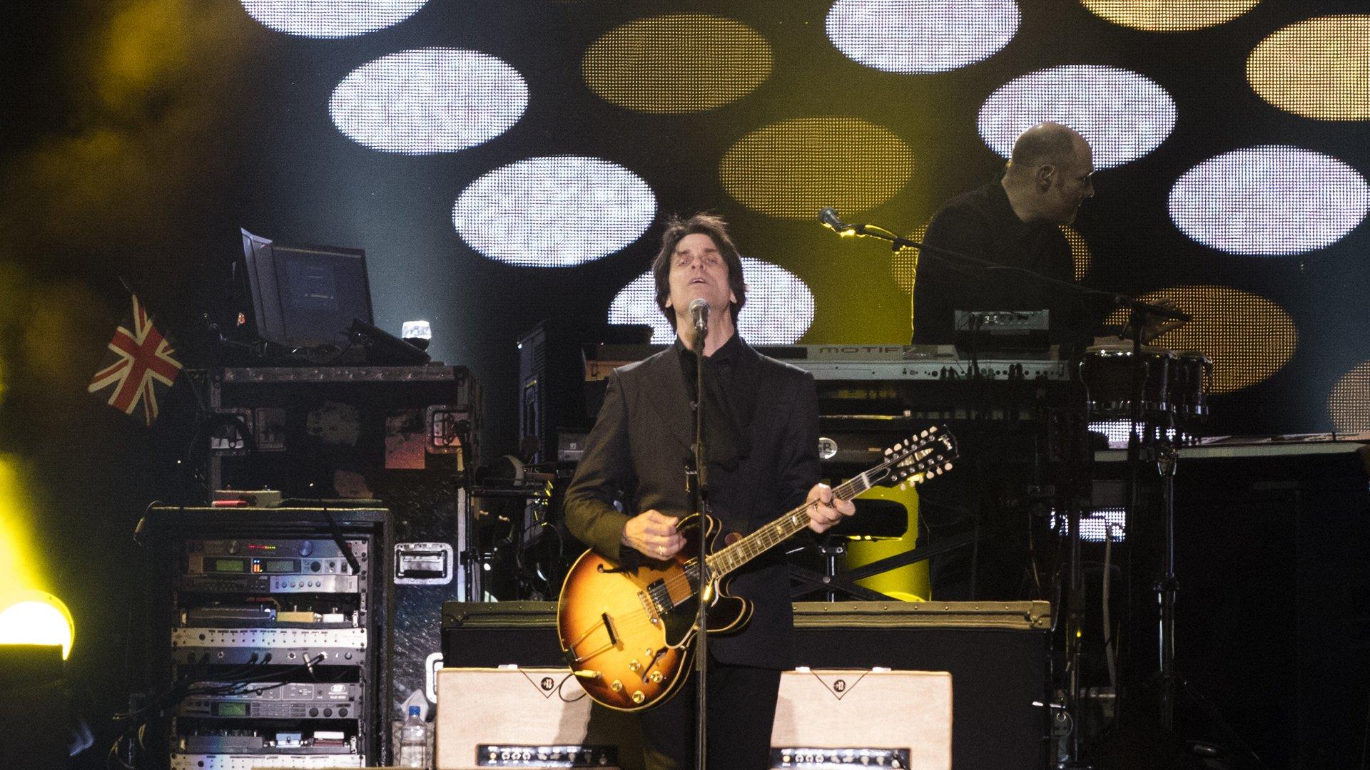 Rusty Anderson, uno de los guitarristas que acompañan a McCartney